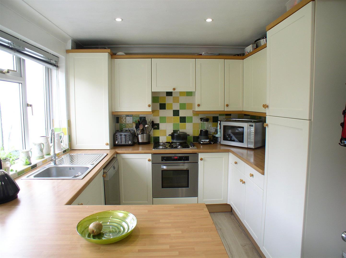 2 Bedrooms Semi Detached House for sale in Primrose Road, Hersham, Walton-On-Thames